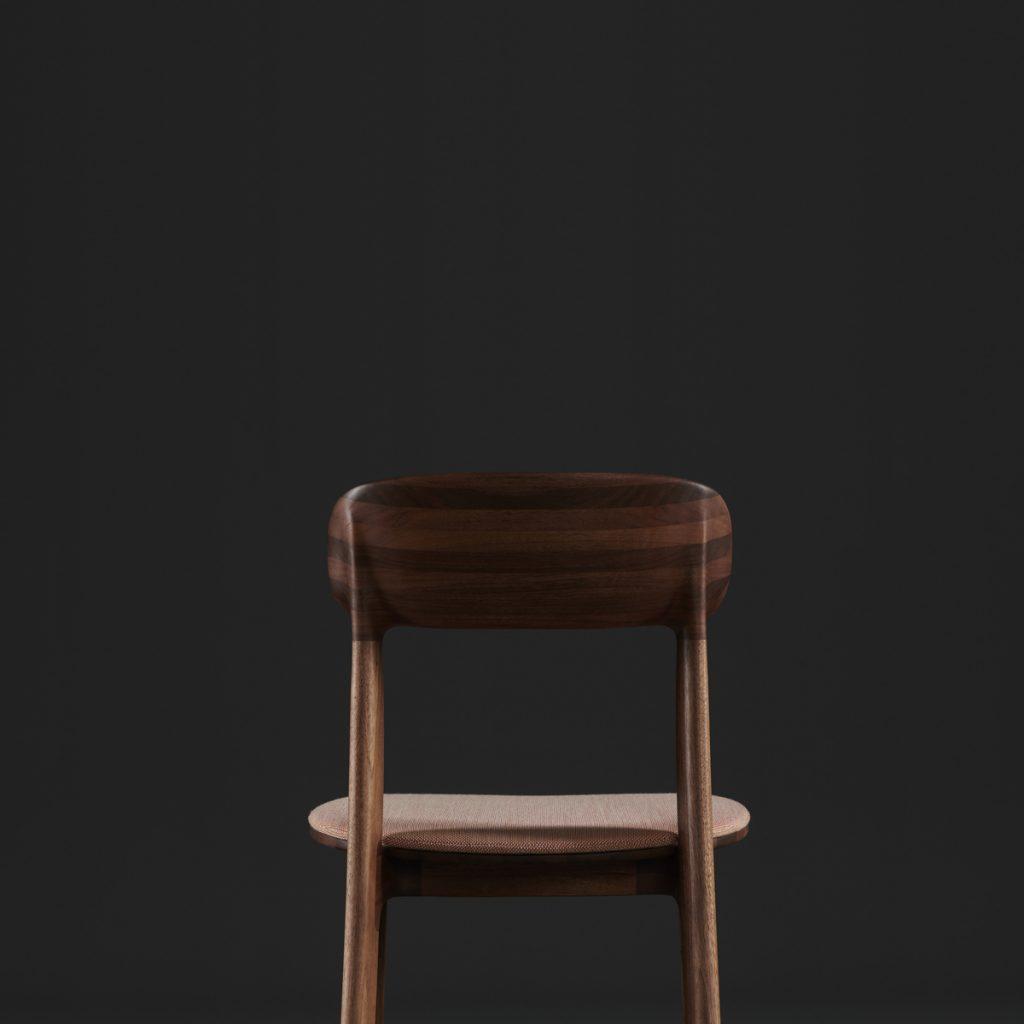 Silla Tanka de Artisan, realizada en madera maciza y tapicería de calidad. Producción original de Regular Company en Europa