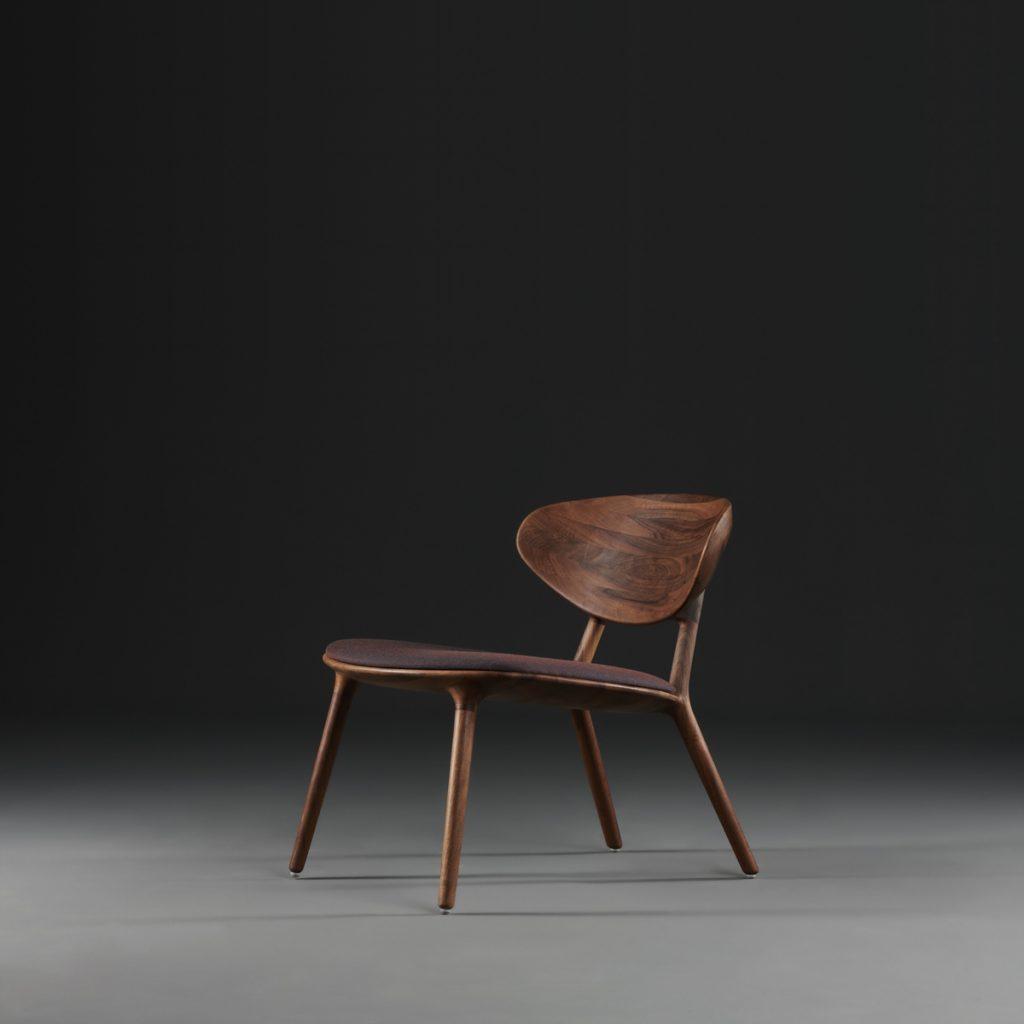 Silla Wu Lounge en madera y tapicería a elegir, de diseño moderno para Artisan de Studio Pang