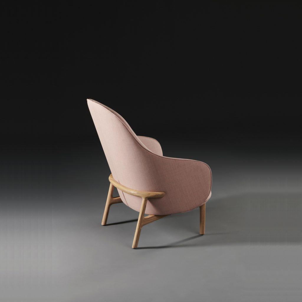 Sillón Mela Lounge Alto de Regular Company en Europa. Producción artesanal exclusiva en madera y tapicería para Artisan