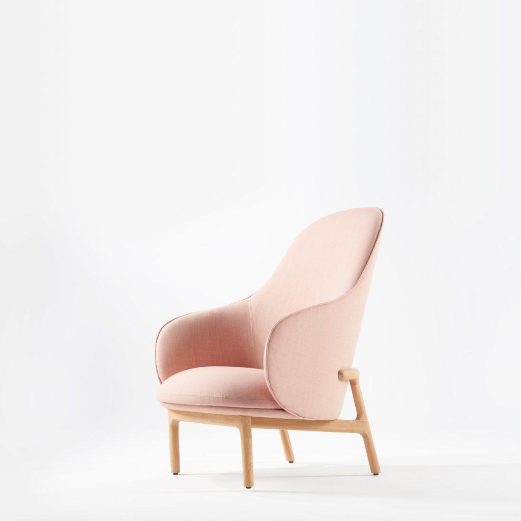 Sillón Mela Lounge Alto de Regular Company, en madera y tapicería de gran calidad. Realizado para Artisan de forma exclusiva y artesana