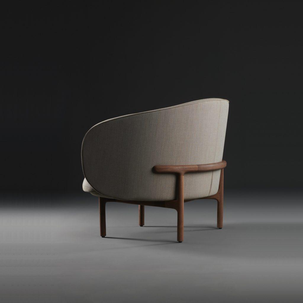 Sillón Mela Lounge Bajo para Artisan de Bosnia, realizado por Regular Company, con diseño actual en madera y tapicería de excelente calidad