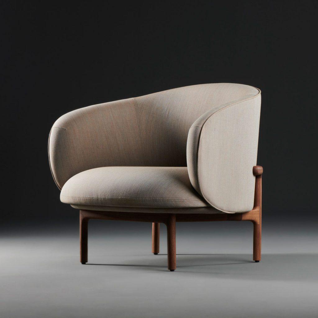 Sillón Mela Lounge Bajo moderno y actual, realizado por Regular Company en madera y tapicería para Artisan