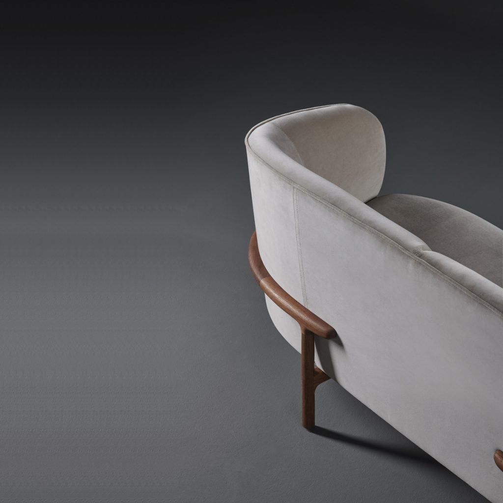 Sofá Mela Lounge dos plazas, mueble moderno en madera y tapicería. Creación de Regular Company para Artisan en Europa