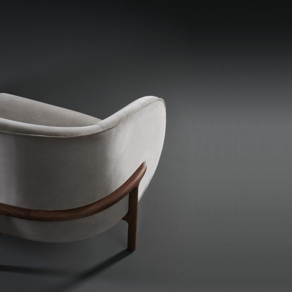 Sofá Colección Mela Lounge dos plazas, en madera y tapicería de Regular Company. Diseño moderno y exclusivo de calidad para Artisan