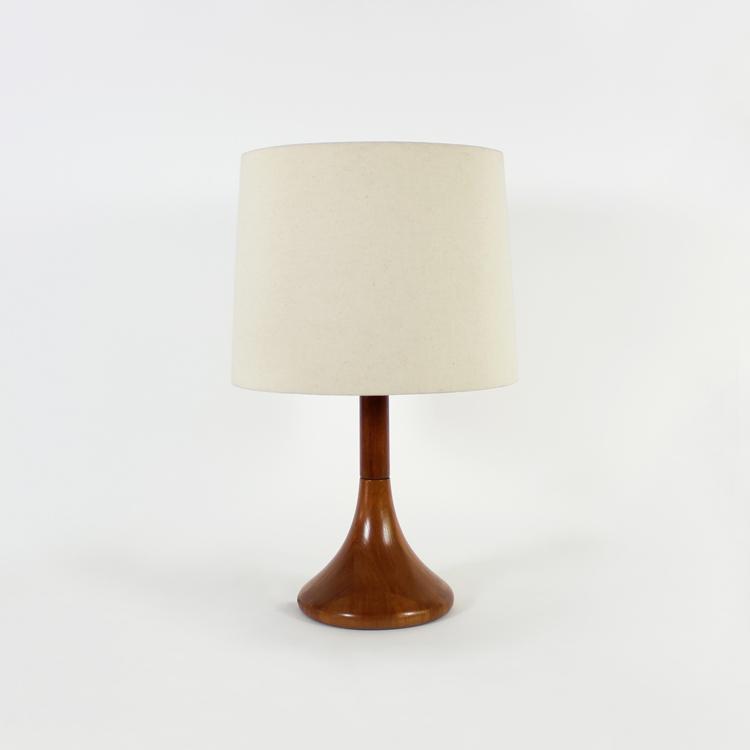 Lámpara de mesa de teca. Diseño escandinavo años 60