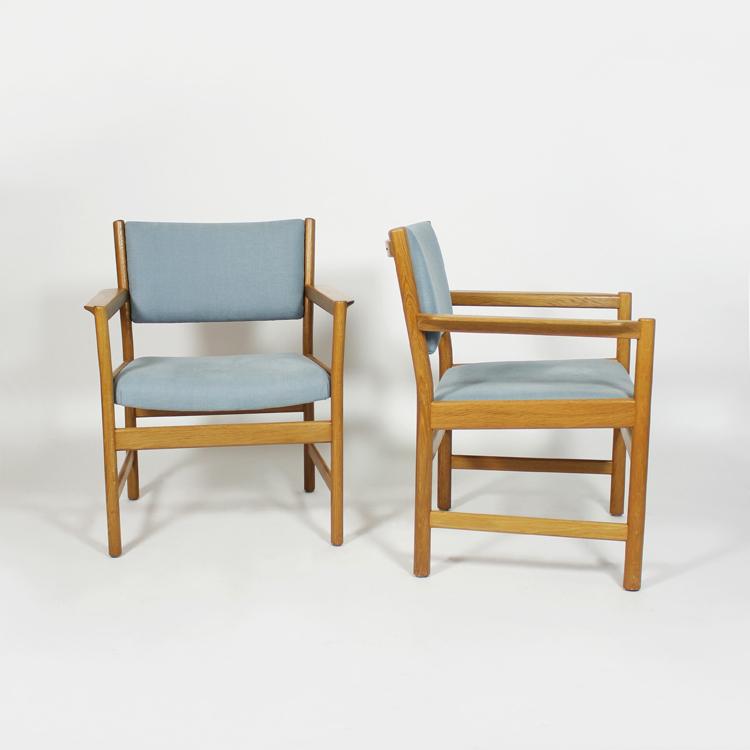 Cuatro sillas diseño de Alf Svensson